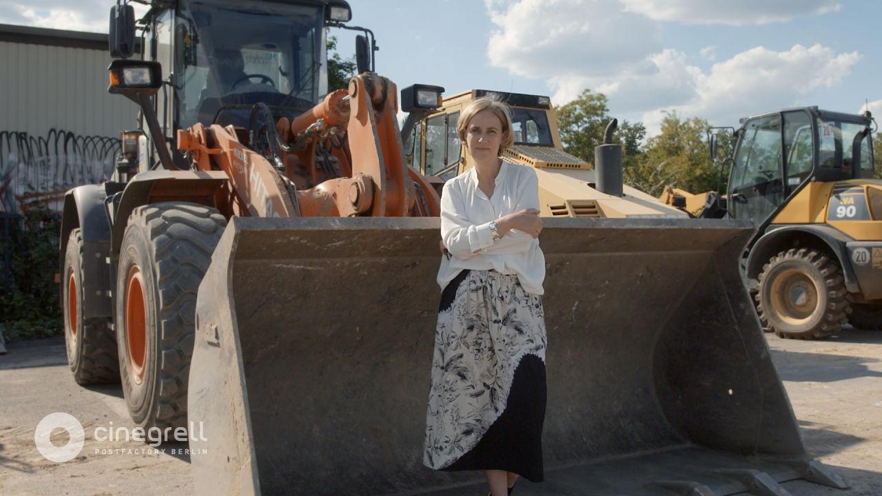 AVE Publishing   Cinegrell Postfactory: Frauen Bauen - Regine Leibinger